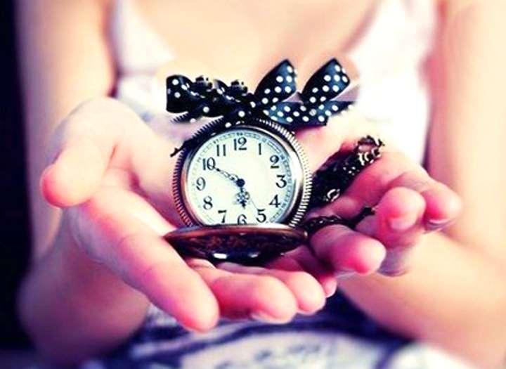 Часы с черным бантиком в белый горох