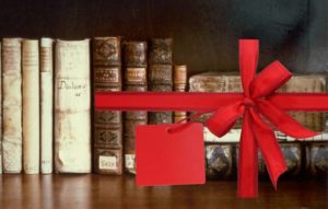 Старинные книги с красным бантом