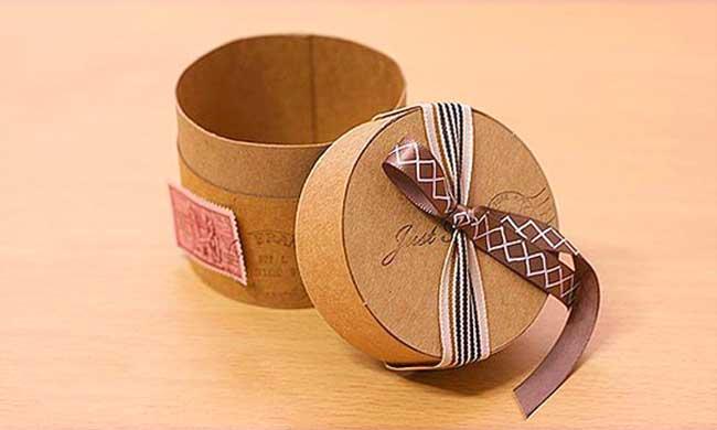 korobochka_dlya_podarka Как сделать коробочку для подарка своими руками из картона. Пошагово Фото