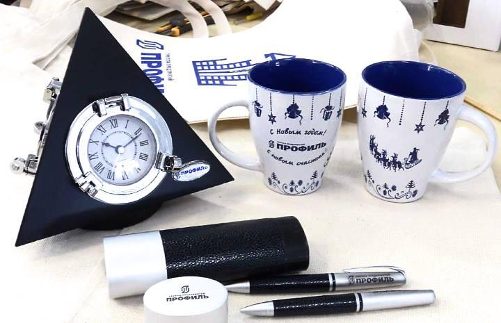 Часы, ручки и кружки