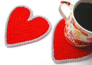 Вязанный коврик под чашку