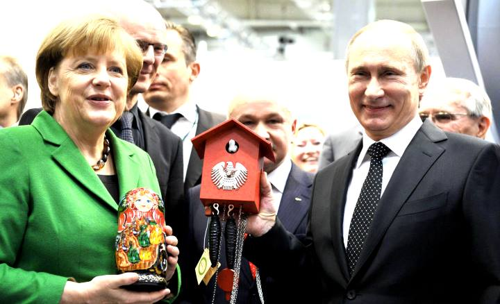 Путин и Меркель с подарками