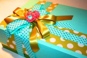 Подарок в синей бумаге