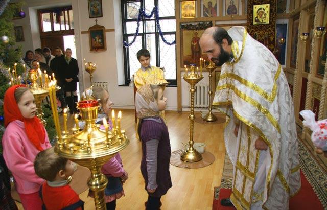 Православные в церкви