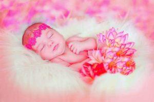 Малышка в розовом облаке