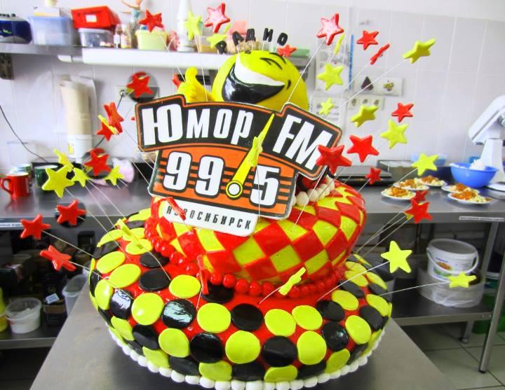 Торт с брендом Юмор ФМ