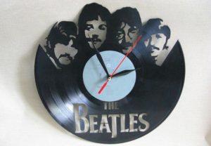 Часы из виниловой пластинки «Битлз»