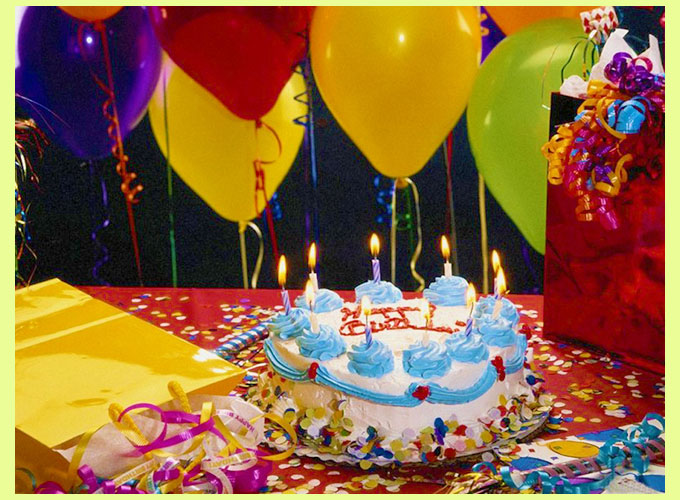 Торт и шарики на день рождении