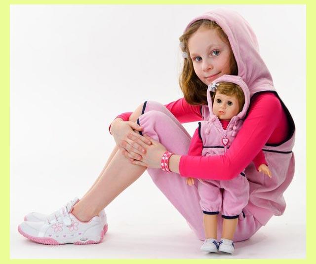 Девочка и кукла