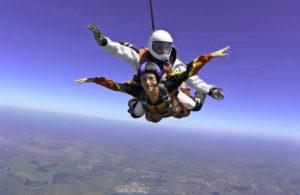 Прыжок в парашютом в подарок на свадьбу