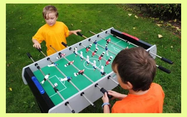 Игра в настольный футбол
