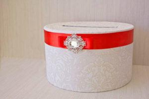 Коробка с конвертами в подарок