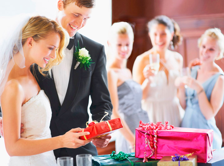 Оригинальные подарки на свадьбу молодоженам