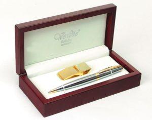 Стильный набор для офиса в виде ручки и зажима для денег.