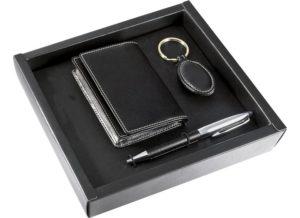 Набор, состоящий из визитницы, ручки, брелка