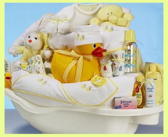 Ванночка с детсикми вещами и игрушками