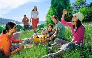 Празднование праздника на природе