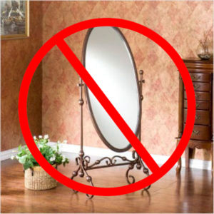 Зеркало дарить не принято