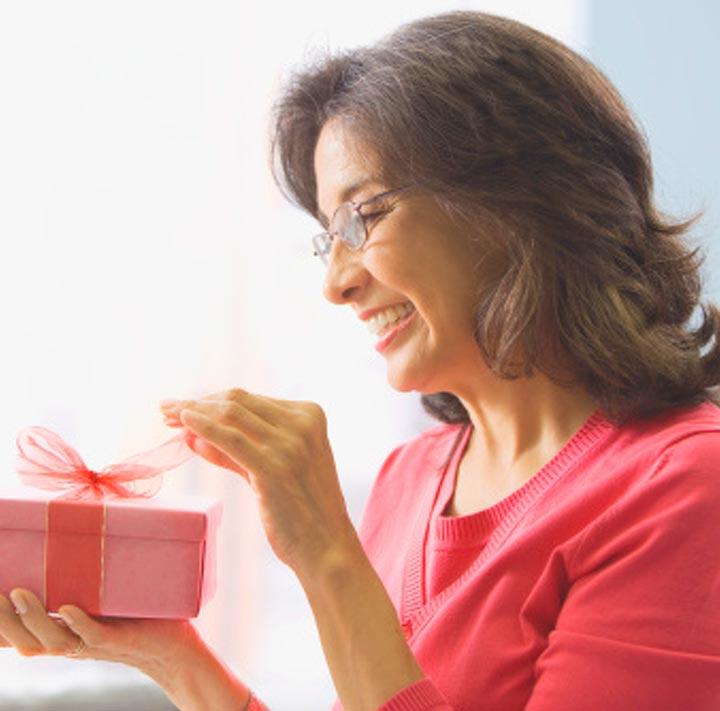 Подарок женщине 60 лет