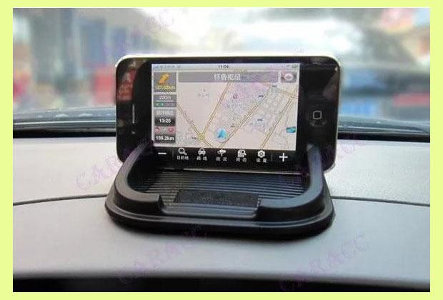 Коврик для смартфона или планшета в автобмобиле