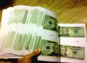 Доллары в фотоальбоме