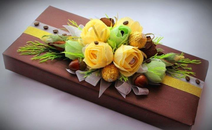 Конфеты и цветы в подарок воспитателю