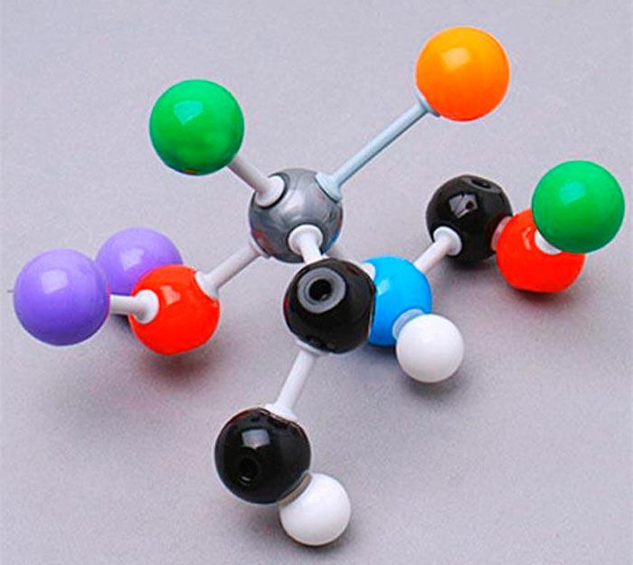 Фигурка в виде атома