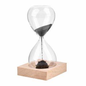 Часы из песка в колбе