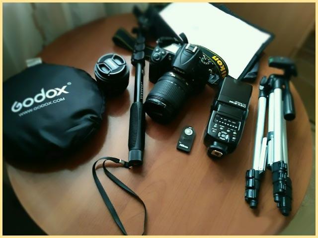 Набор для фотографа, штативы, вспышка, фотоаппарат