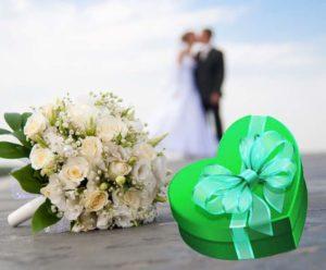 Зеленая коробка и свадебный букет