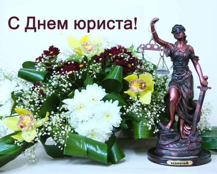 Что подарить на день юриста: 5 проверенных идей