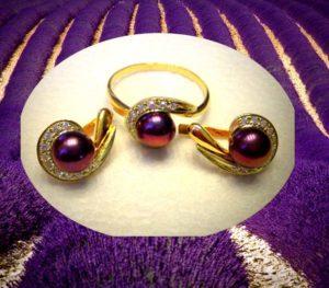 Золотой гарнитур: кольцо с серьгами