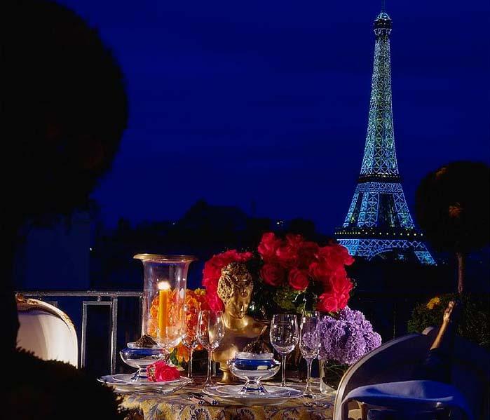Романтический ужин В париже с видом на Эйфелеву башню