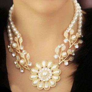 Ожерелье в виде цветка из жемчуга
