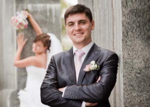 Жених на фоне невесты