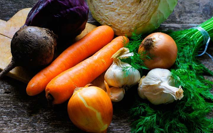 Овощи, чеснок и лук заключенному