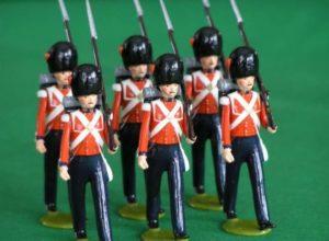 Солдатики в красной форме