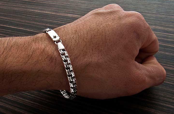 Серебрянный браслет в подарок на годовщину отношений