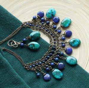Колье из синего камня