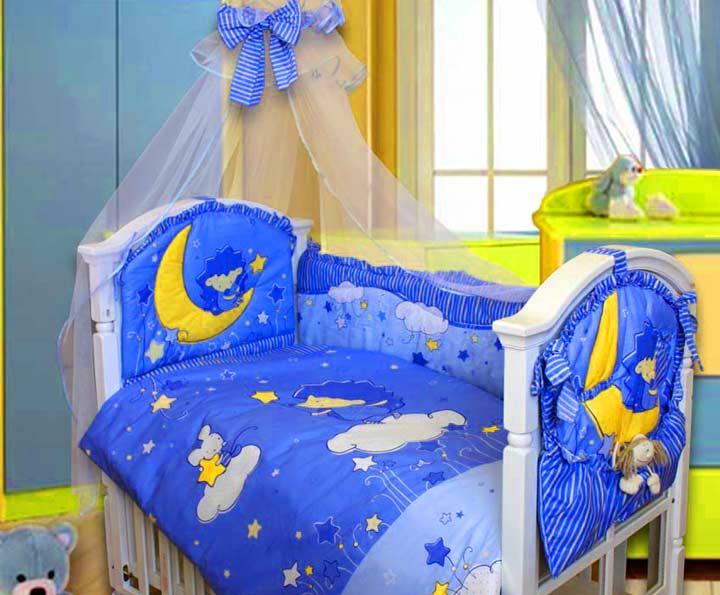 Комплект для детской кроватки: стенки, белье, и т.д.