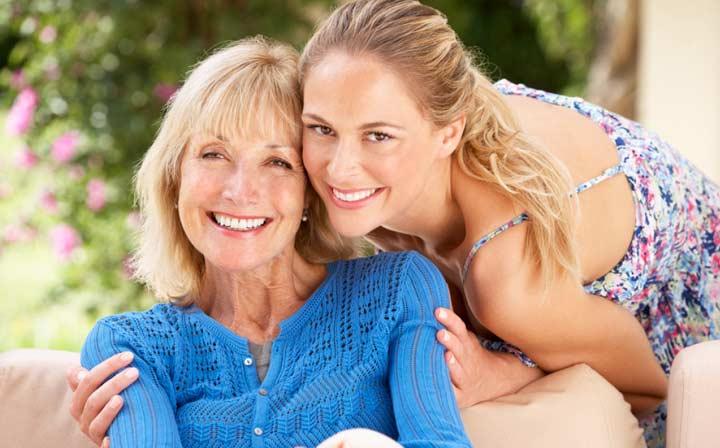Мама и дочь рядом