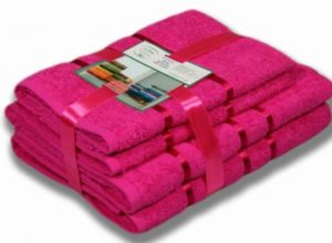 Стопка розовых полотенец