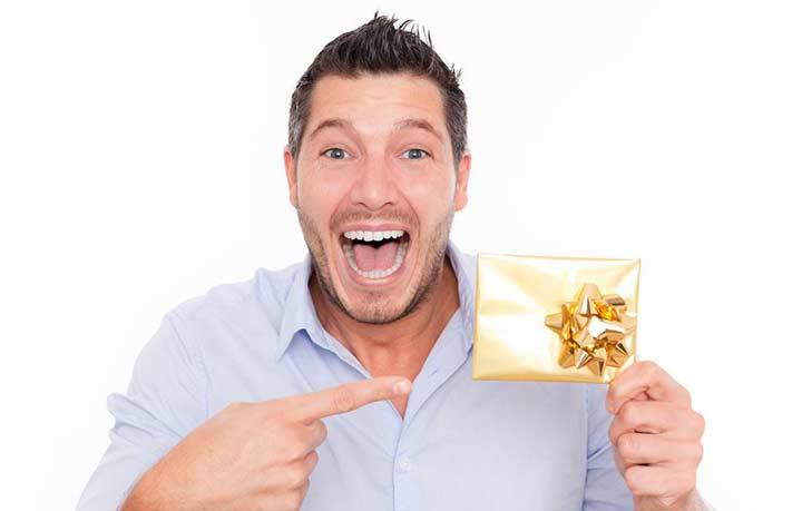 Как подходить к выбору подарка сотрудникам