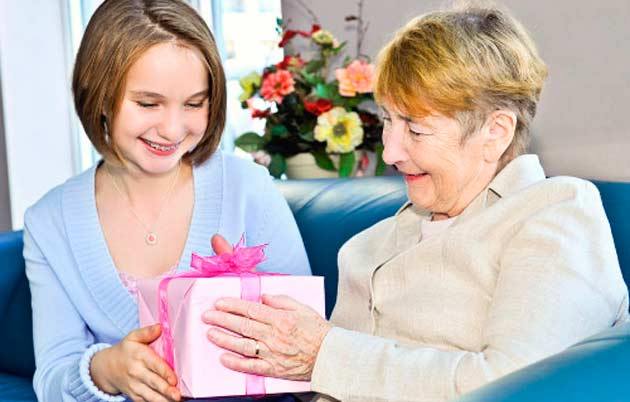 podarok Как сделать подарок бабушке своими руками на День рождения