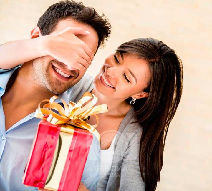 Подарок мужчине на годовщину отношений