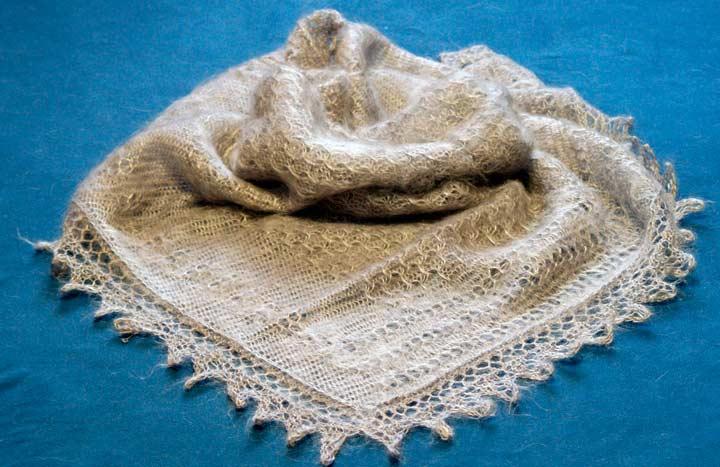 Пуховая шаль в подарок на юбилей свекрови на 65-70 лет