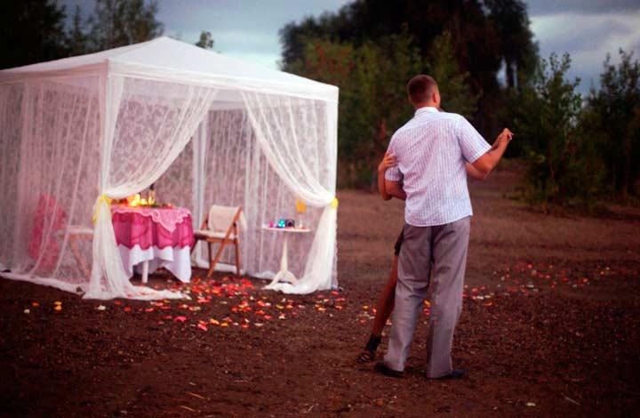 Романтическое свидание в шатре