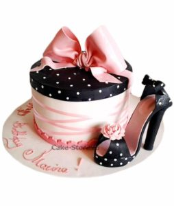 Розовый тортик с туфелькой