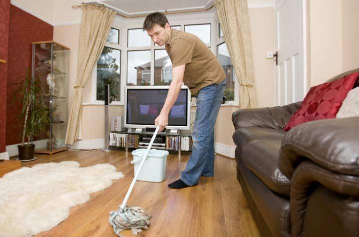 Влажная уборка квартиры перед выпиской из роддома