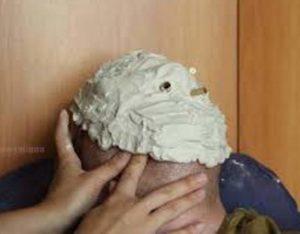 Наносим гипс на лицо